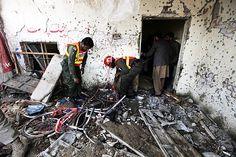 Atentado suicida contra posto de polícia deixa 11 mortos no Paquistão