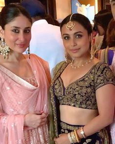 Kareena Kapoor Khan and Rani Mukherjee at Sonam Kapoor's Wedding in Mumbai Bollywood Stars, Indian Bollywood, Bollywood Fashion, Sonam Kapoor Wedding, Kareena Kapoor Saree, Sabyasachi, Lehenga, Anarkali, Bollywood Celebrities
