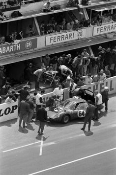 LM - the Abarth 1300 OT (Martin / Mésange) at the pits for oil refuiling and driver shift Maserati, Bugatti, Ferrari, Le Mans, Course Automobile, Motor Sport, Car Cleaning, Courses, My Passion