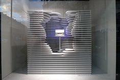 Le Journal des Vitrines — les plus belles vitrines des plus beaux magasins, par Stéphanie Moisan Galerie Lafayette Paris, Galeries Lafayette, Vitrine Led, Visual Merchandising Fashion, Decoration Vitrine, Store Windows, Display Windows, Window Displays, Zen