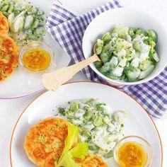 Lachspflanzerl mit Saubohnen-Gurken-Salat