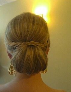 Party hairstyles (bridesmaids and brides) Braided Bun Hairstyles, Fancy Hairstyles, Bride Hairstyles, Hairstyles Haircuts, Chignons Glamour, Mother Of The Bride Hair, Hair Arrange, Bridesmaid Hair, Hair Today