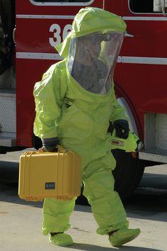 Caisses Pelican: conçues pour protéger tout équipement dont ceux destinés à la sécurité nationale. Pelican cases: designed to protect all equipment including those for national security.