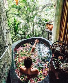 Outdoor Showers + Baths :: Boho Home :: Bathroom :: Tropical :: Beach Style :: :: Relax + Unwind :: Bathing Beauty :: Natural Space :: Discover more Bohemian Home Decor + Design Inspiration Tara Milk Tea, Interior Exterior, Interior Design, Spas, Belle Photo, Beautiful Places, Beautiful Scenery, Places To Visit, Around The Worlds