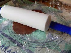Perníčky – tipy, triky, inspirace | brydova.cz Rolling Pin, Plastic Cutting Board, Rolls, Buns, Bread Rolls