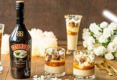 Panna Cotta on överi-ihana jälkiruoka, jonka valmistus on helppoa. Tämän jälkiruoan kruunaa pehmeä kermaavaahto, makea kinuskikastike, rapea marenki, makea maitosuklaa ja Baileysilla kostutetut kandisokerikeksit. Valmista Panna Cotta halutessasi jo edellisenä iltana jääkaappiin hyytymään ja koristele hetki ennen tarjoilua. Irish Cream, Baileys, Healthy Cooking, Candle Jars, Panna Cotta, Pudding, Ethnic Recipes, Sweet, Party