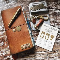 Don't think I can live without the brass and metals 😋 Journal Diary, Journal Notebook, Bullet Journal, Travelers Notebook, Beautiful Notebooks, Creation Deco, Leather Notebook, Book Binding, Filofax
