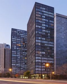 US, Chicago (IL), 860-880 Lake Shore Drive. Architect Ludwig Mies van der Rohe,1951.