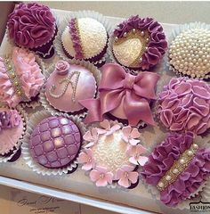 28 Ideas Cupcakes Fancy Bridal Shower For 2019 Cupcakes Bonitos, Cupcakes Lindos, Cupcakes Flores, Cupcakes Decorados, Fancy Cupcakes, Pretty Cupcakes, Beautiful Cupcakes, Wedding Cupcakes, Purple Cupcakes