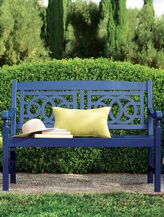 Park the Amalfi bench beside your front door, on the patio or in a sun-dappled spot in the backyard.