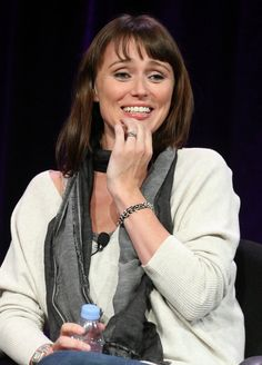 Keeley Hawes Photos - Actor Keeley Hawes speaks during the 'Masterpiece Anniversary Season' panel at the PBS portion of the 2011 Winter TCA press tour held at the Langham Hotel on January 2011 in Pasadena, California. Matthew Macfadyen, English Actresses, British Actresses, Langham Hotel, Prettiest Actresses, Press Tour, Chloe Grace Moretz, Badass Women, Photo L