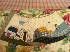Lámparas                                                       … Freehand Machine Embroidery, Hand Embroidery Tutorial, Embroidery Art, Lampshade Redo, Lampshade Designs, Small Quilts, Mini Quilts, Aplique Quilts, Pillow Mattress