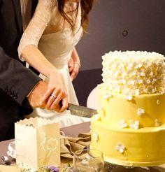 Guest Houses, Vanilla Cake, Desserts, Food, Deserts, Shed Guest Houses, Dessert, Meals, Yemek