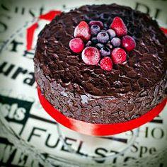Chocolate cake with yoghurt cream  (with translator)