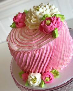 A pretty little ruffled beauty Hope your Wednesday is a sweet one! A pretty little ruffled bea Cake Decorating Techniques, Cake Decorating Tips, Cookie Decorating, Gorgeous Cakes, Pretty Cakes, Amazing Cakes, White Flower Cake Shoppe, Floral Cake, Occasion Cakes