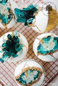 Bolo Geode, Geode Cake, Berry Cupcakes, Vanille Cupcakes, Green Cupcakes, Cupcakes For Boys, Beautiful Cakes, Amazing Cakes, Meringue Suisse