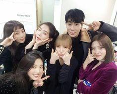 Twitter Aesthetic People, Blue Aesthetic, Ulzzang Couple, Ulzzang Girl, Seulgi, Friend Group Pictures, Korean Best Friends, Ulzzang Korea, Wendy Red Velvet