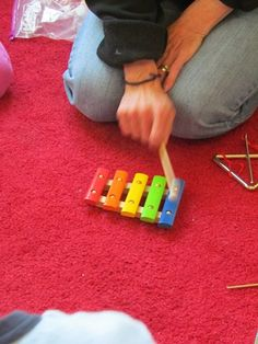 Xylophone play from Teach Preschool