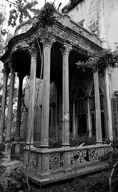 Abandoned Mansion, Beirut.  Photo credit to craigfinlay on flickr.