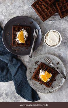 Frühstück Deluxe & Soulfood pur! Rezept Schokowaffeln mit Orangen Cheesecake-Creme & Schokostückchen | Madame Dessert {enthält Werbung}
