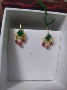 Simple hanging ear rings with emerald and ruby