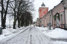 Suomenlinna in winter and in summer - two seasons in the beautiful UNESCO-listed fortress island across the sea from Helsinki. Winter Photos, Helsinki, Finland, Travel Inspiration, Travel Destinations, Ocean, Snow, Seasons, Landscape