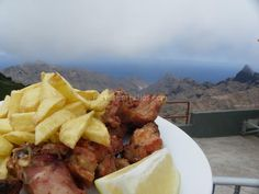 Conejo frito / Casa Santiago / Cumbres de Anaga Tenerife, Meat, Chicken, Food, Homemade Food, Delicious Food, Food Recipes, Rabbit Recipes, Stars