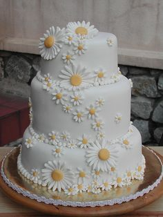Daisy Cake - I know its a wedding cake but someone needs to make me a birthday cake like this