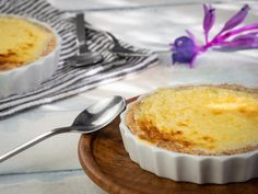 Buttery Keto Butter Pie - Buttery Keto Butter Pie - Combine several of the most staple keto ingredients together and what do you get? A buttery, delicious keto butter pie of course! I've heard it called different things over the years. Keto Desserts, Desserts Sains, Easy Desserts, Dessert Simple, Keto Dessert Easy, The Menu, Diabetic Recipes, Pie Recipes, Low Carb Recipes