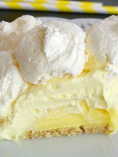 Lemon Cheesecake Cream Pie is a no bake dessert that is so creamy and bursting with fresh and sweet lemon flavor! Perfect for a summer dessert, at a bbq, or picnic. Its also a make ahead dessert that is so pretty and perfect for summer. Brownie Desserts, Oreo Dessert, Mini Desserts, Make Ahead Desserts, No Bake Desserts, Easy Desserts, Delicious Desserts, Desserts For Picnics, Lemon Dessert Recipes