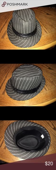 Beautiful fedora hat black/ white striped Only worn once, size 56, made of 100% paper. Unknown Other