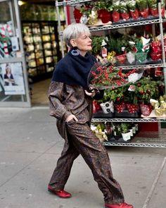 Happy Holidays. From my 'hood to yours. #christmas #holidays #neighborhood #nyc #comfort #playtime #playclothes #errands @mybananatime