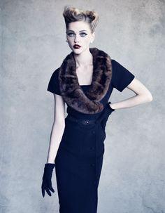 Christian Dior: Sasha Pivovarova en robe Mazette, collection haute couture automne-hiver 1954, ligne H - Photo: Patrick Demarchelier