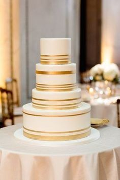 gold wedding cake idea; photo: Olivia Leigh Photographie via Elizabeth Anne Designs #weddingcakes