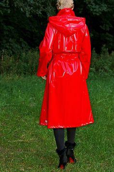 Lackmantel/Regenmantel, abnehmb. Kapuze, in rot, neu   eBay