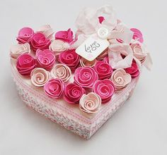 Gorgeous heart box. Would be great on the outside of my love boxes.