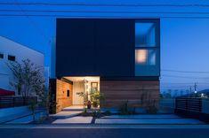 施工例 『Glass Box』 ハコが重なり、ガラスが重なる。 内部がどうなっているのか。 わくわくするお家です。 #トランスデザイン #トランスワークス #イエコト。 #広島の注文住宅#工務店#新築 #住まい #設計事務所#こころ#こころ住宅展示場 #こころモデルハウス #モデルハウス#ハコ#板張り#ウィルウォール #チャネルオリジナル #ジョリパット #アイカ#AICA#architect #architecture #新築#木造#エクステリア#桃花家 #土地50坪 #建物43坪#5人家族