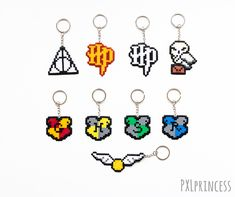 Harry Potter Inspired keychain pixel art Harry Potter hama perler beads Hogwarts House Crest Hedwig Source by pieretsylv Perler Bead Templates, Diy Perler Beads, Pearler Bead Patterns, Perler Bead Art, Perler Patterns, Christmas Perler Beads, Pixel Art Harry Potter, Harry Potter Perler Beads, Harry Potter Keychain