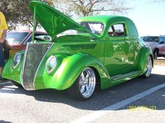 1937 Ford  - as green as it gets. Green, oldsmobile, vehicle, transportation, history, wheels, hot, curves, photo.
