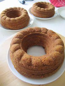 on yksi mun lempparikahvikakuista! Erityisen siitä tekee sopivan tiivis kakku ja makea, kinuskinen kuorrutus. Tein nämä kakut hääka... Pastry Cake, Yummy Cakes, Doughnut, Food And Drink, Baking, Desserts, House Cafe, Pastries, Bebe