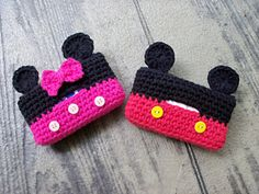 Tissue Cozy pattern by JoAnne Grimm Thompson Cute tissue cover for Disney lovers. Leave the ears off for an everyday cover.Cute tissue cover for Disney lovers. Leave the ears off for an everyday cover. Crochet Case, Crochet Gifts, Free Crochet, Knit Crochet, Crochet Mickey Mouse, Crochet Disney, Tissue Box Covers, Tissue Boxes, Crochet Coffee Cozy