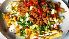 Gratinerte poteter med hvitløk, persille og bèarnaise – Snikgjest Fried Rice, Fries, Food And Drink, Baking, Ethnic Recipes, Bakken, Backen, Nasi Goreng, Stir Fry Rice