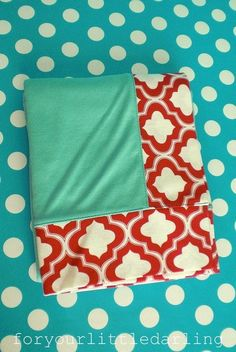 : red aqua (or maybe this is too much like a retro kitchen :) Kitchen Colour Schemes, Kitchen Colors, Color Schemes, Kitchen Ideas, Red Kitchen, Mint Classroom, Classroom Decor, Brown And Grey, Red And Blue