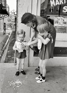 October 1938. Mother and children with popcorn, National Rice Festival, Crowley, Louisiana.