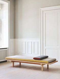 The Reykjavik daybed by Danish design duo Included Middle shows what simple design can be like. Scandinavian Style, Scandinavian Furniture, Scandi Style, Bedroom Furniture, Furniture Design, Plywood Furniture, Modern Furniture, Daybed Design, Chair Design