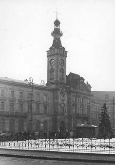 Siedziba Magistratu przy Placu Teatralnym, fot. 1935r., źr. Narodowe Archiwum Cyfrowe.