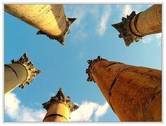 Tanzende Säulen (Jerash) in Jordanien Monument Valley, Tower, Nature, Travel, Jerash, Dance, Destinations, World, Viajes
