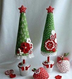 55 New Ideas For Crochet Christmas Tree Cone Crochet Christmas Trees, Little Christmas Trees, Christmas Makes, Christmas Holidays, Christmas Wreaths, Christmas Decorations, Christmas Ornaments, Felt Crafts, Diy And Crafts