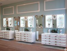 Jewelry display ideas for stores retail jewelry display cases commercial store fixture showcase for hot sale Jewelry Store Displays, Jewelry Store Design, Jewellery Display, Jewelry Stores, Jewelry Shop, Kendra Scott, Showcase Store, Jewellery Showroom, Store Layout