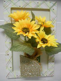 VENDIDOS - Peça em MDF com pintura a mão , decorado com flores artificiais - girassol - medidas: Altura: 30.00 cm Largura: 20.00 cm Comprimento: 5.00 cm Preço $ 65,00
